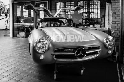 Fotomural Cuerpo Mercedes-Benz 300SL en el taller de restauración de Mercedes-Benz