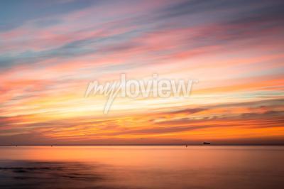 Vinilo Fototapeta: Sunrise over a beach in Cornwall UK