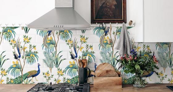 ¿Cómo pintar azulejos de la pared rápidamente en un interior? ¡Te recomendamos!
