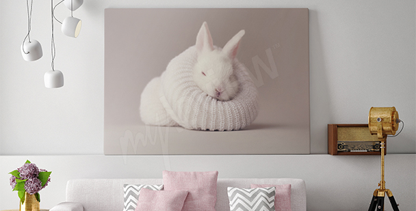 Cuadro con un conejo blanco