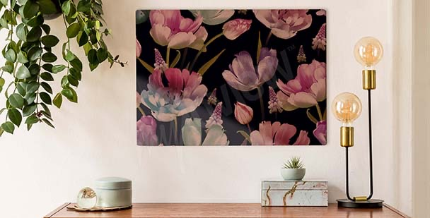 Cuadro tulipanes sobre un fondo oscuro