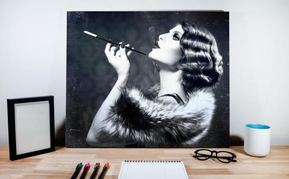 Poster retro con una mujer