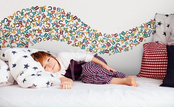 Vinilo letras coloridas para un niño